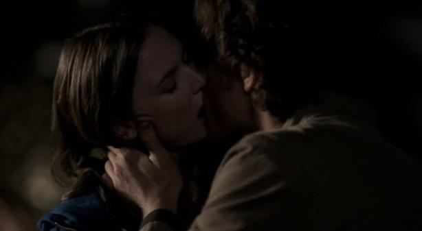 S1E7 - Hook Man - Sam and Lori kiss